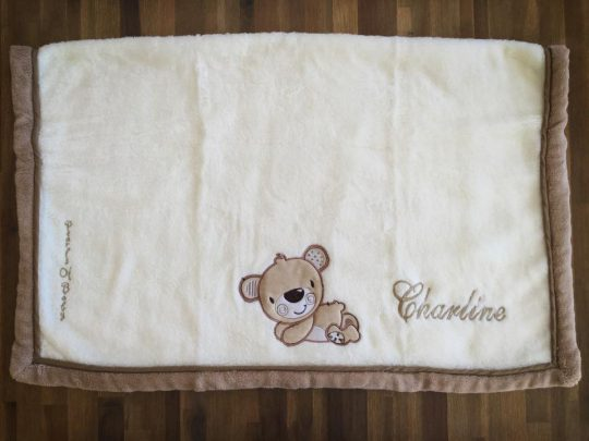 Couverture Microfibre polaire « Pearls Of Baby » – Ourson Crème 75×100