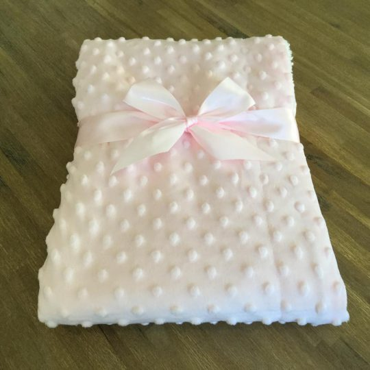 Couverture Microfibre polaire « Pearls Of Baby » – A pois en relief rose 75×100