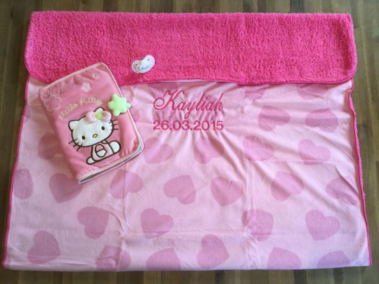 Couverture Microfibre polaire « Pearls Of Baby » – Cœur Rose 75×100