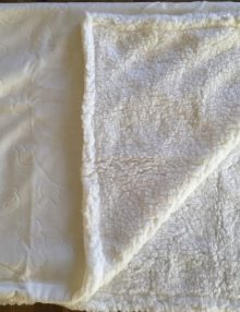 Couverture Microfibre polaire « Pearls Of Baby » – Lapins en relief Blanche 75×100
