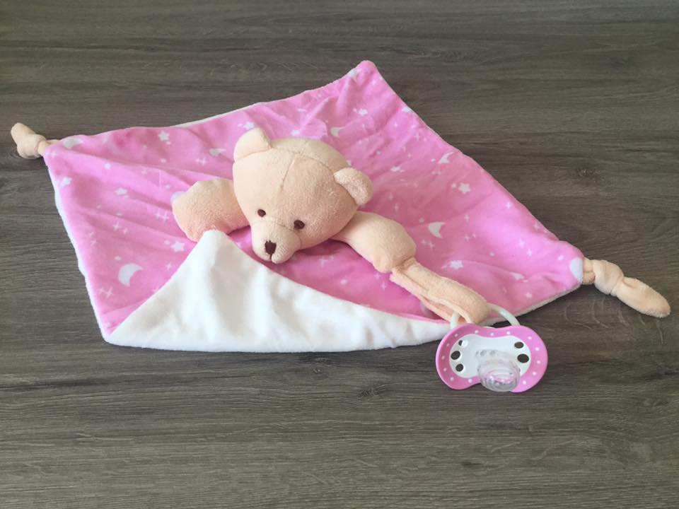 Doudou mon ourson rose et son accroche t tine pr nom brod pearls of baby - Accroche tetine personnalise ...